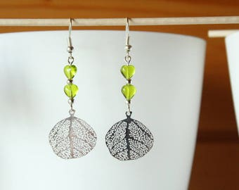 Filigree leaf earrings Apple green heart beads and round