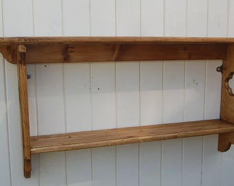 A Reclaimed Pine Wall Display Shelf With a Quarter Foil Detail