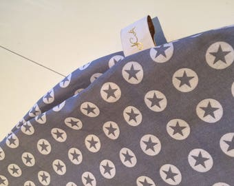 Cushion cover with gray stars in circles breastfeeding