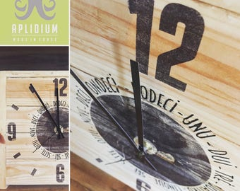 Original clock entirely of recycled wood