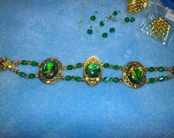 Bracelet Gold & Green Scallop Box Clasp Glass Metal Wire Sparkle Emerald Amber Crackel Crystal Inlays Oval Ovals 7.5 inches