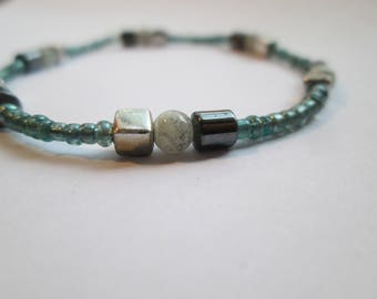 Simple turquoise hematite beaded bracelet