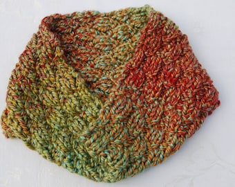 SALE!!!Chunky Handknit Cowl/Infinity Scarf/Shades of Green and Coral/Loop Scarf/Circle Scarf/Unique Valentine's Gift for Women