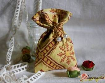 Very pretty little bags in beautiful fabrics of furniture empty