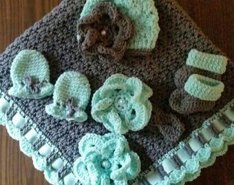 5 pc NB Baby Layette Set. Minty/Pewter