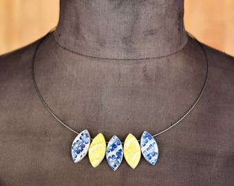 "Ceramic-Necklace ""floral"" yellow-blue"