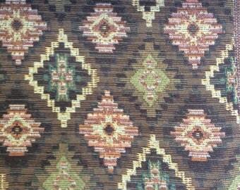 Woven fabric with diamond pattern