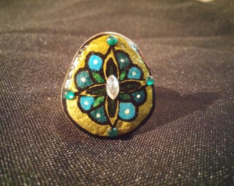 Pebble ring painted blue flower and rhinestone