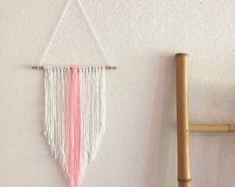 Mukki - Wall hanging in pastel pink and white made entirely by hand