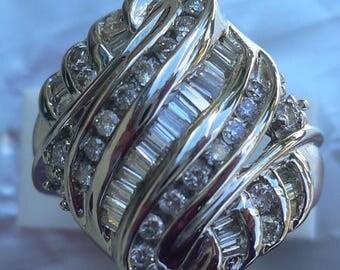 Superb Diamond engagement ring in 14 carat white gold