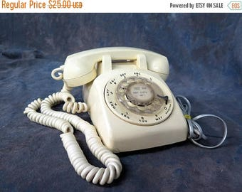 Summer Sale Stromberg Cream Color Rotary Dial Telephone