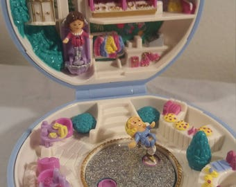 1989 Bluebird Polly Pocket Ice Skating Party Complete With Dolls