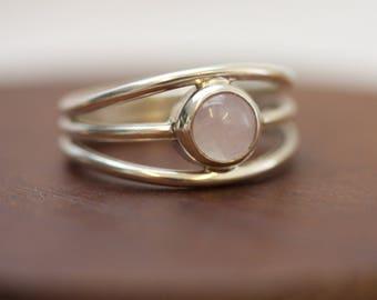 Rose Quartz Ring / Dainty Ring / Simple Ring / Little Rose Quartz Ring / Stone of Love / Gift / Girlfriend / Stacking Ring / Rose Quartz