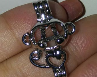 Monkey cage pendant and necklace