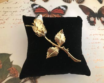 Vintage Realistic Gold Rose Pin Brooch. Goldtone Detailed Textured Rose Pin. Valentines Day Gifts for Her. Articulated. Detailed. Textured.