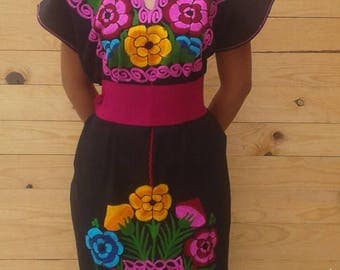 Mexican dress, Vintage Nexicano.Bordado Unico.Talla medium - large
