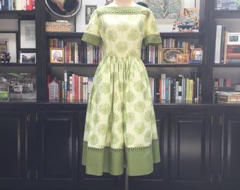 Adorible Avocado Green 50's day dress with pockets!