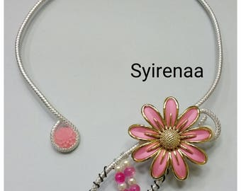 Aluminum necklace with rose gold plated flower