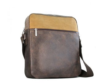 Shoulder bag for men made with leather and cotton. Wash cotton and leather messenger bag.
