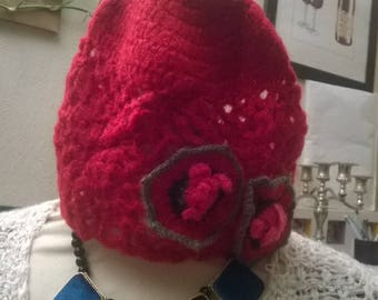 Bonnet in mohair and acrylic fuchsia color