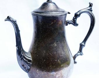 Elegant Vintage Silver Coffee / Tea Pot Wm. Rogers 2601