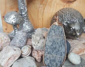 Stone wire wrap pendant