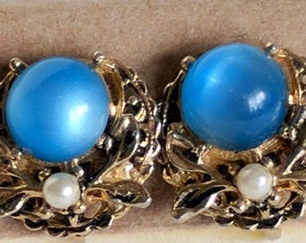 Pair of Vintage Coro Vintage Gold, Pearl and Blue Clip On Earrings. | Mid Century Fashion | Vintage Jewelry