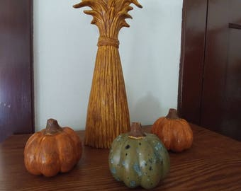 Wheat stalk and 3 small gourds