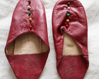 Moroccan slippers, dark maroon, dark red, round toe, babouche, soft leather with bobbles,39/uk6