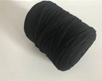 Large spool of black trapilho