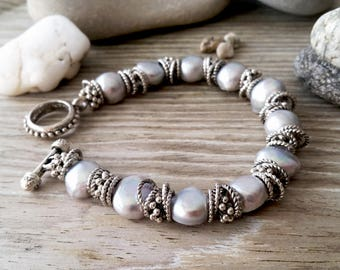 Freshwater pearl bracelet, white pearl bracelet, women bracelet, bridal bracelet, wedding bracelet, minimalist bracelet, simple bracelet