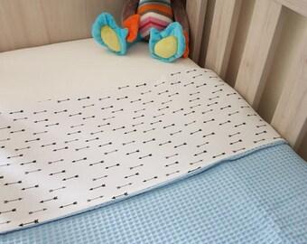 Crib blanket arrow/blue waffle fabric