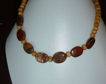 Necklace red Jasper and wood