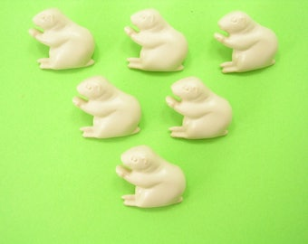 LOT 6 buttons: Squirrel cream 18mm