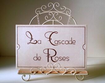 """Décoration murale pour l'entrée de la maison """"La Cascade de Roses"""" réalisée à la main pour sa personnalisation - Création originale"""