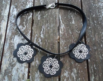 Necklace three flowers in inner tube recycled and metal - crew neck - ethical necklace - vegan leather necklace