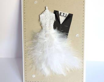 carte félicitations mariage, romantique, robe de mariée, plumes et dentelle. Fait main