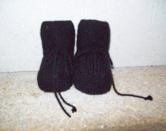 baby booties size newborn to 3 months or Doll (thier black color)