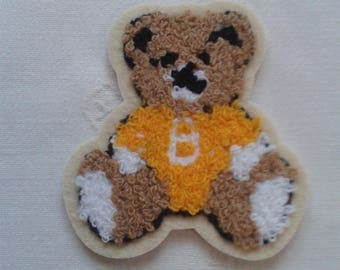 applique, badge, yellow bear thermocollante on white curly wool, stickers, for seamless garment embroidery patch