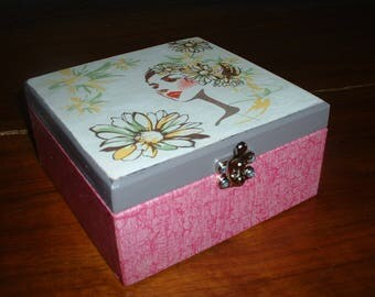 """Nice gift box """"face among the flowers"""""""
