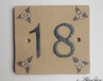 Ceramic door number ochre '18' and decorative flower