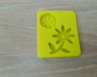 Mold polymer clay or sugar paste flowers