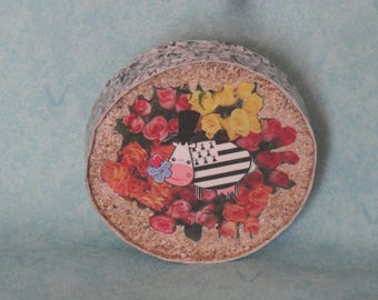 Wall hanging round cow Breton and multicolored roses