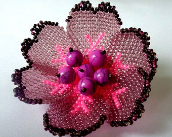 Brooch with lilac howlite