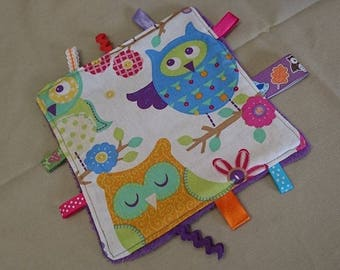 Blanket has owls pattern cotton labels and purple fleece