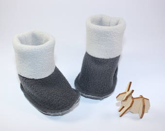 Cute little booties fleece grey.
