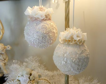 Duo Noël Shabby Chic ivory and pale pink balls, beaded lace and sequins.