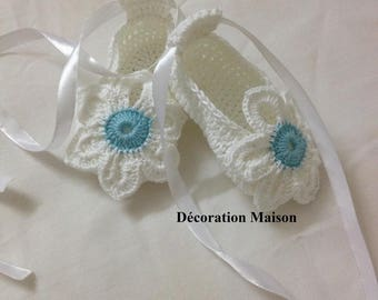 Baby shoes crochet flower garden