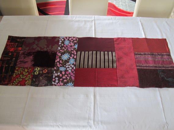 Chemin de table patchwork couleur bordeaux - Chemin de table en patchwork ...