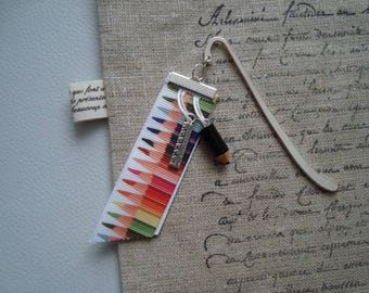 elegant bookmark in silvery metal, Ribbon pattern colored pencils and pencil and ruler charms